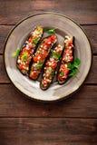 Gebakken aubergines met tomaten, ui en knoflook Gezond vegetarisch voedsel Royalty-vrije Stock Afbeeldingen