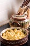 Gebakken bloemkool in de keuken stock fotografie
