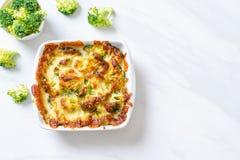 Gebakken bloemkool en broccoli met kaas stock fotografie