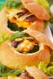 Gebakken broodjes gevuld spinazie en ei Royalty-vrije Stock Afbeelding