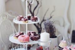 Gebakken donuts en minidonuts Royalty-vrije Stock Foto