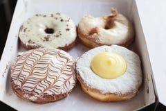 Gebakken doughnuts in doos Royalty-vrije Stock Afbeelding