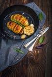 Gebakken hasselback aardappels Stock Foto's