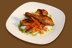 Gebakken Kip met wortelen Stock Fotografie