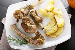 Gebakken lam met aardappels Royalty-vrije Stock Afbeeldingen