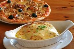 Gebakken lasagna's stock foto
