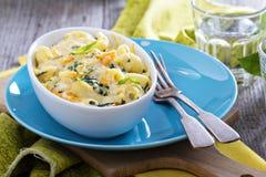 Gebakken macaroni en kaas met pompoen stock afbeeldingen