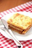Gebakken macaroni met kaas en vlees Stock Afbeelding
