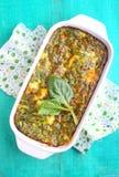 Gebakken omelet met spinazie Stock Foto's