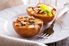 Gebakken perziken met suiker en noten Royalty-vrije Stock Afbeelding