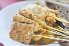 Gebakken stringed vlees, voedsel van rundvlees het satay Indonesië stock foto