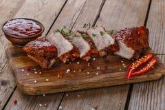 Gebakken varkensvleesribben Stock Afbeeldingen