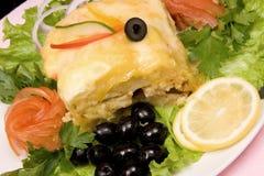 Gebakken vissen met groente stock foto's