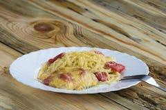 Gebakken vissen met kaas en tomaten Stock Foto