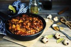 Gebakken vleespastei met macaroni en kaas het vullen royalty-vrije stock foto's