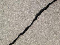 Gebarsten asfaltachtergrond stock afbeelding