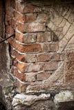Gebarsten baksteenhoek Stock Foto's