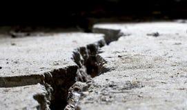 Gebarsten concrete dichte omhooggaand Royalty-vrije Stock Afbeeldingen