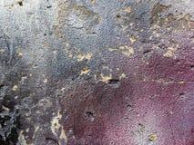 Gebarsten concrete Muurtextuur met het wijzen van nevel op kleur royalty-vrije stock afbeeldingen