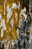 Gebarsten concrete uitstekende muurachtergrond, oude muur stock foto's