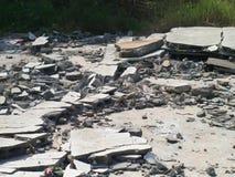 Gebarsten en gebroken beton Royalty-vrije Stock Foto