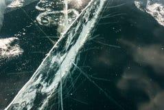 Gebarsten ijsachtergrond stock foto's