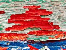 Gebarsten rode, blauwe en groene olieverf op een houten raad royalty-vrije stock afbeelding