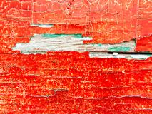 Gebarsten rode en groene olieverf op een houten raad royalty-vrije stock foto