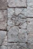 Gebarsten steenblokken, antiquiteit betegelde steenvloer/muur met crac stock afbeeldingen