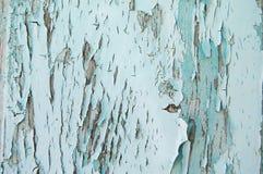 Gebarsten verf op een houten muur Muur van houten planken met verfsporen Stock Afbeeldingen