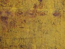 Gebarsten verf op een oude roestige omheining Stock Foto's