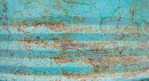 Gebarsten Verf op Roestig Metaal Gebarsten de textuur als achtergrond schildert de kleur van overzees schuim en munt, zichtbare r royalty-vrije stock afbeeldingen