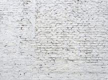 Gebarsten witte bakstenen muur royalty-vrije stock foto
