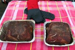 Gebeëindigde varkensvleesbraadstukken op een lijst Stock Foto's