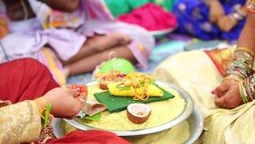 Gebed in het Indische Huwelijk stock videobeelden