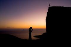 Gebed in zonsondergang Royalty-vrije Stock Afbeeldingen