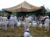 Gebeden in Alandi Stock Foto