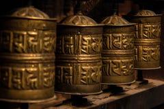 Gebedwielen in Katmandu stock afbeelding