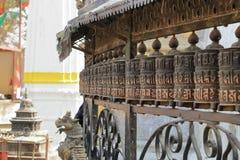 Gebedwielen in Stupa in Katmandu in Nepal stock foto's