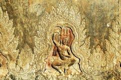 Gebeeldhouwde muur bij gang van Angkor Wat Royalty-vrije Stock Foto's