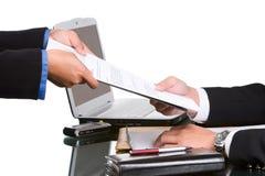 Geben der Dokumente Lizenzfreies Stockfoto