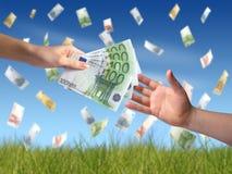 Geben des Geldkonzeptes Lizenzfreie Stockfotos