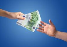 Geben des Geldkonzeptes Stockfoto