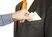 Geben eines Bestechungsgeldes in eine Tasche Lizenzfreies Stockfoto