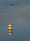 Geben Sie auf dem Fluss Auftrieb lizenzfreies stockfoto