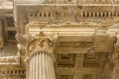 Geben Sie den Transportwagen bekannt, der timelapse des alten Tempels Poseidon-Monuments im Kap Sounio von Athen, Griechenland au Lizenzfreie Stockfotografie