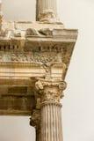 Geben Sie den Transportwagen bekannt, der timelapse des alten Tempels Poseidon-Monuments im Kap Sounio von Athen, Griechenland au Lizenzfreies Stockfoto