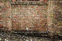 Geben Sie Gassen-Wände mit Gummi bekannt Stockbild