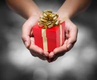 Geben Sie Ihr Geschenk Lizenzfreie Stockbilder