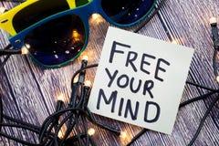 Geben Sie Ihren Verstand ein Ermutigungskonzept auf einem Briefpapier frei Etwas Lichter werden in der getrennten Bestellung geze stockbild
